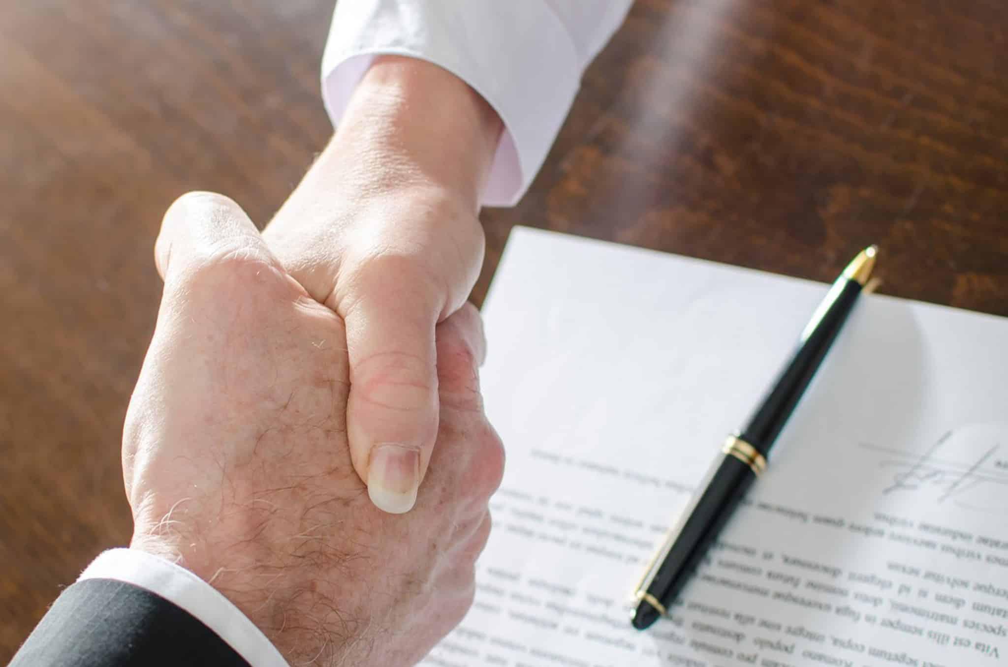 Нанять юриста на сделку по продаже квартиры