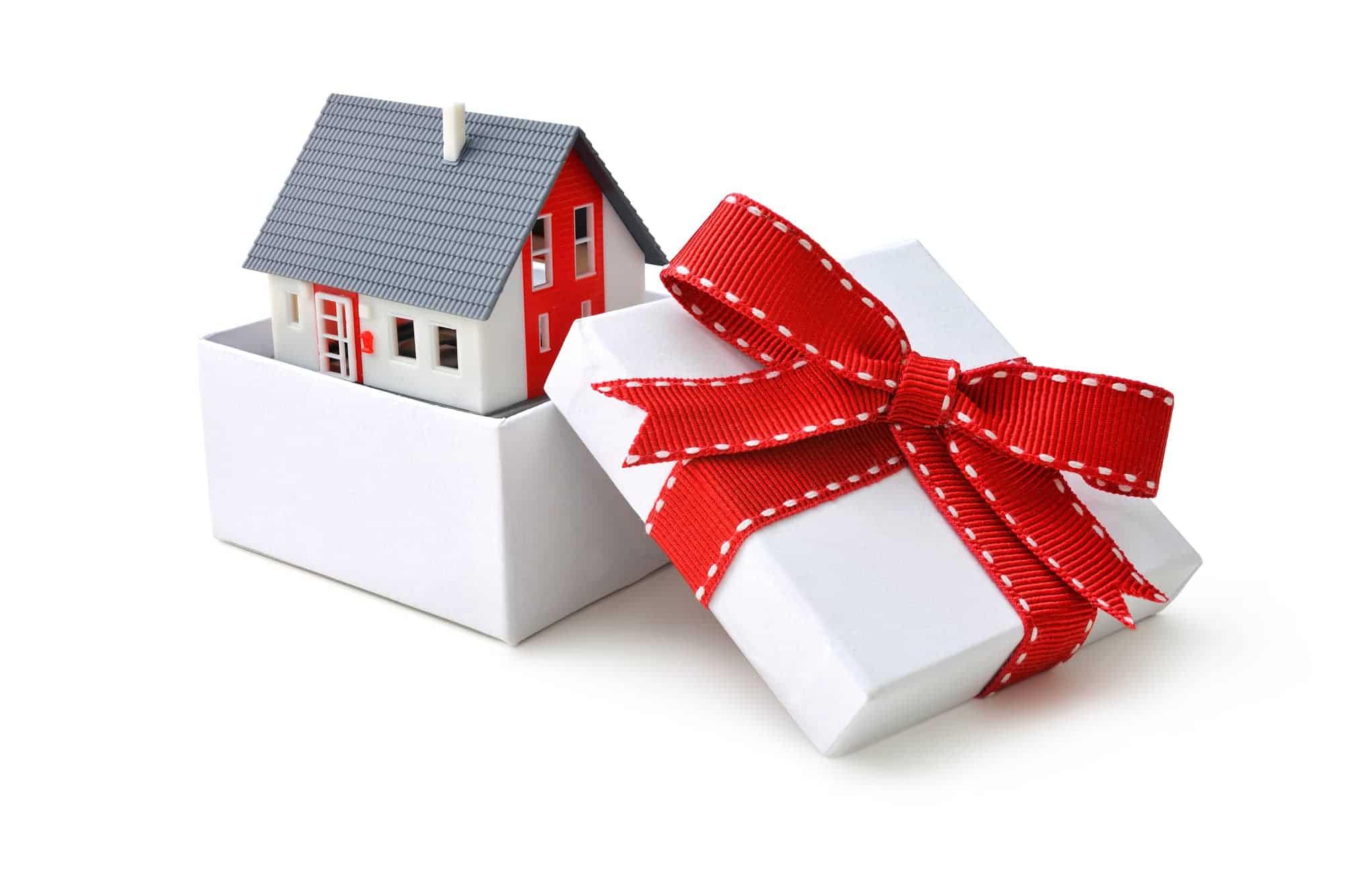 Необходимые документы для оформления дарения квартиры в Москве